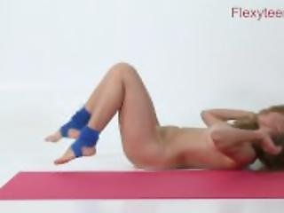 Flexible teen Anka shows nude gymnastics
