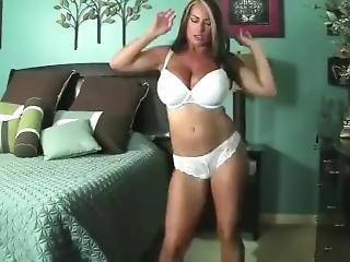 Giantess Goldie