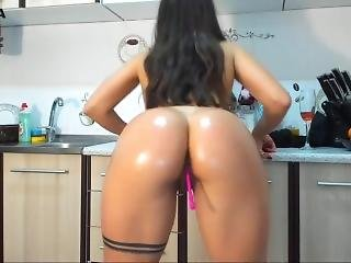 Perfect Natural Body Cam Girl Masturbating And Oil Show