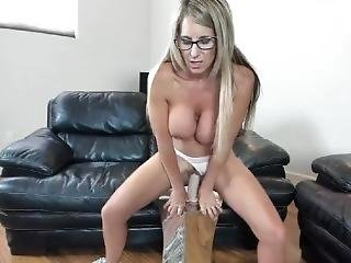 Sexy Big Tits Milf Who Like To Have A Fun