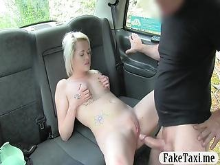 Horny Woman Gets Rammed By Fraud Driver In The Backseat