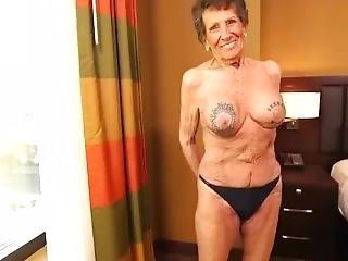 stor pupp, blowjob, cumshot, bestemor, håndjobb, onanering, gammel, ung