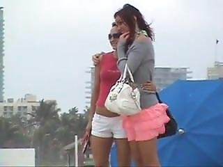 2 Tourists At South Beach. Albertine Live On 720cams.com
