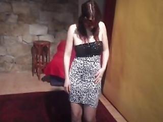 Shy yo Cutie Sensualy Lapdances For Horny Guy