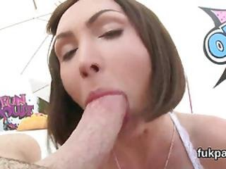 Attractive Bombshell Exposes Monster Booty And Gets Anus Reamed