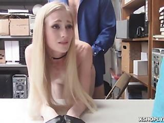 blonde, pijp, cowgirl, deepthroat, doggystyle, neuken, harig, kantoor, petite, tattoo