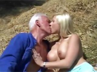 ours, blonde, pipe, couple, sperme, dans la tête, faux seins, bisous, lèche, oral, extérieur, petite, publique, sexe, rasée, avale, Ados, vaginal, jeune