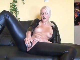Schnuggie91 - Latex And Squirt