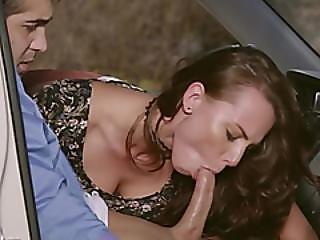 grosse bite, gros téton, pipe, brunette, poitrine généreuse, voiture, bite, milf, extérieur, star du porno, rasée