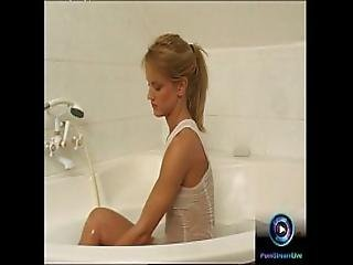 Horny Teen Cynthia Goes Wet And Wild At The Bathtub