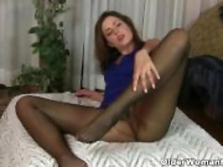 American milf Dee Williams shares her wonderful pussy