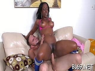 Ebony Undresses To Enjoy Sex