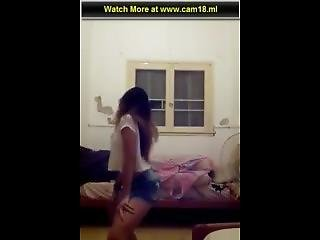 Hot Latin Girl Dancing On Beat Pe Booty