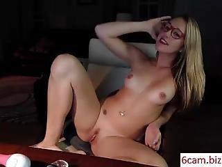 6cam.biz Babe Briannao69 Flashing Ass On Live Webcam