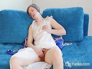 Hot Yanks Carmen December Masturbates