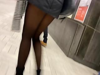 Escalier Du Metro En Collant Noir