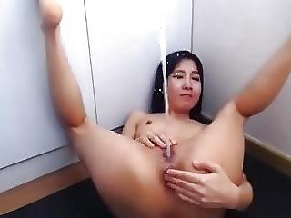 Ze Ligt Te Vingeren En Squirt In Haar Gezichtje