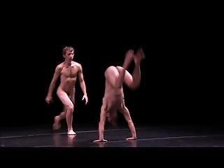 Promi, Tanzend, Nackt