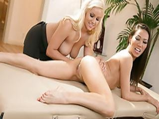 Kalina Teach Kylie  To Seduce A Customer