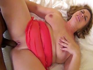 Milf With Amazing Curves Perfects Oral Skills And Fucks Black Cock