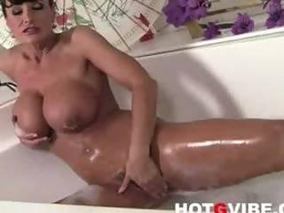 Bain, Brunette, Zoom, Doigtage, Hugetit, Mature, Milf, Star Du Porno, Chatte, Vibrateur