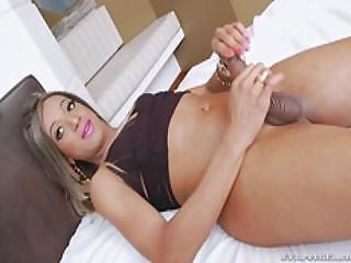 Hot Tranny Waleska Diniz Jerks Off Her Hard Cock In Bed