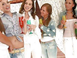 Lesbo Women Pussylicking In Jacuzzi Fuckfest