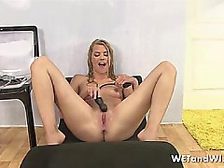 Dirty Blonde Wants To Piss Around
