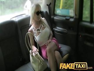 美しい, ブロンド, フェラチオ, カー, ゲーゲーする, ハンガリー人, 舐める, ハメ撮り, パブリック, リアリティー, タクシー