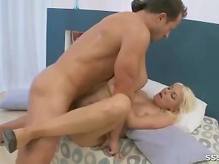 kociak, duże cycki, blondynka, obciąganie, stymulacja wacka dłonią, ostro, seks, uległa, Nastolatki
