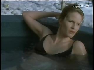 Erika Eleniak, Monika Schnarre - Snowbound (2001)