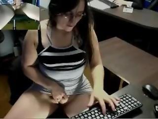 Pussy Vibing Masturbates At Work(who Is She??? Pls Guys!)))))