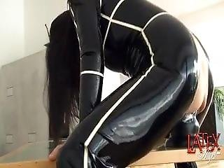 Extreme Pussy Stretching Giant Dildo