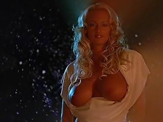 The 40 Year Old Virgin (2005) Nude Scenes