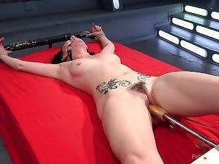 gros téton, bondage, brunette, fétiche, nique, machine à niquer, hardcore, masturbation, orgasme, solo, tatouage