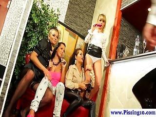 blondynka, brunetka, cycata, lesba, perwersyjny, lesbijka, milf, szczyny, obszczana, trójkąt