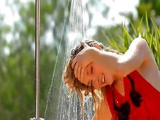 Subtle Outdoor Splash And Unique Body