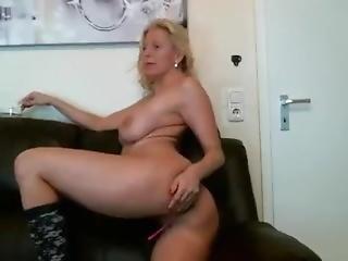 Smoking Babe Tunderose Masturbating On Live Webcam