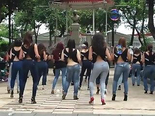 ametérské, zadek, velký zadek, fetiš, džíny, jihoameričanka, milf, veřejné, Mladý Holky