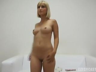 blondynka, casting, czeszka, drażnienie