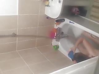 My Gf In The Bath