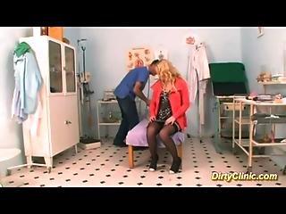 Blonďaté, Klinika, Cosplay, Doktor, Panenka, šukání, Gynda, Nemocnice, Sestřička, Sex, Zrcátko, Plivání, Punčocha, mladý Holky
