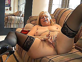 Older Blond Dawn Jilling Positions On High Heels