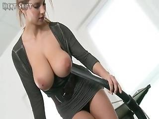 Blonde-girl-with-awesome-tits-and-her-vacuum-cleaner