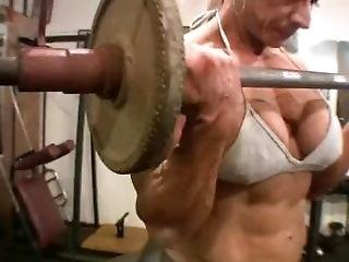 Huge And Muscular Ns Lifts And Poses Her Muscle And Fake Tits