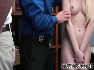 ξανθιά, μπάτσος, πρώτη φορά, γραφείο, μεγάλος, μικρόσωμη, αστυνομία, Εφηβες, κλέφτης