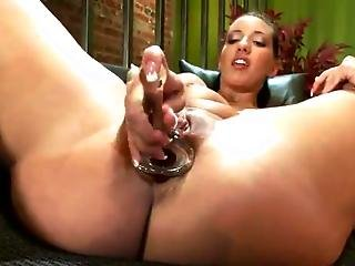 Kelly Divine Fists Her Anus After Having Some Funtime Together With The Shafting Machine