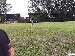 Riley Star Showed Her Tricks With Dick