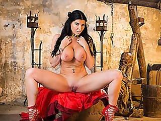 Horny Witch Romi Gets Creampie By Her King On The Dungeon