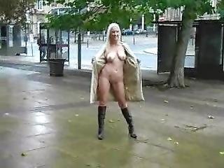 Naked_in_public_michelle_dewsbury
